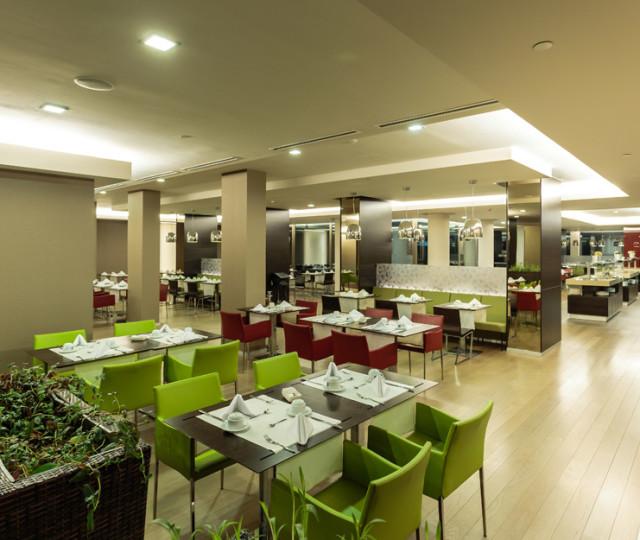 amanajare-zona-de-restaurant-ramada-plaza-placare-pereti_4