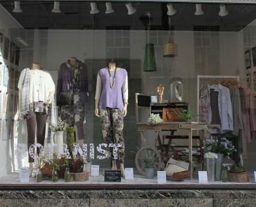 vitrina-unui-magazin-obisnuit